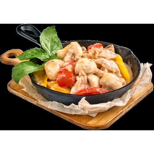 Сковородка из куриного филе с овощами